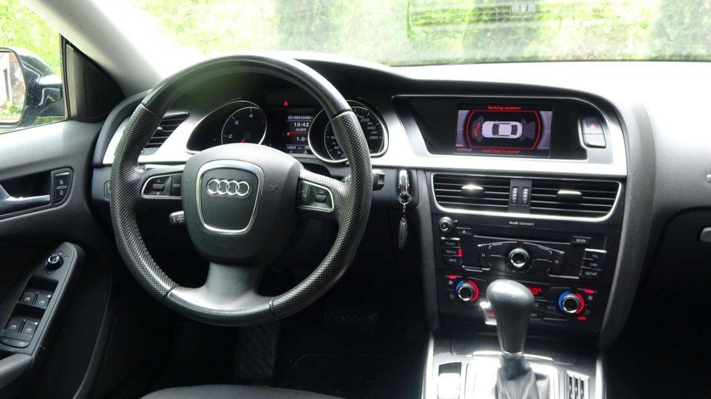 Audi A5 SportBack - Интериор Ауди а5 - волан и табло GT Rent A Car
