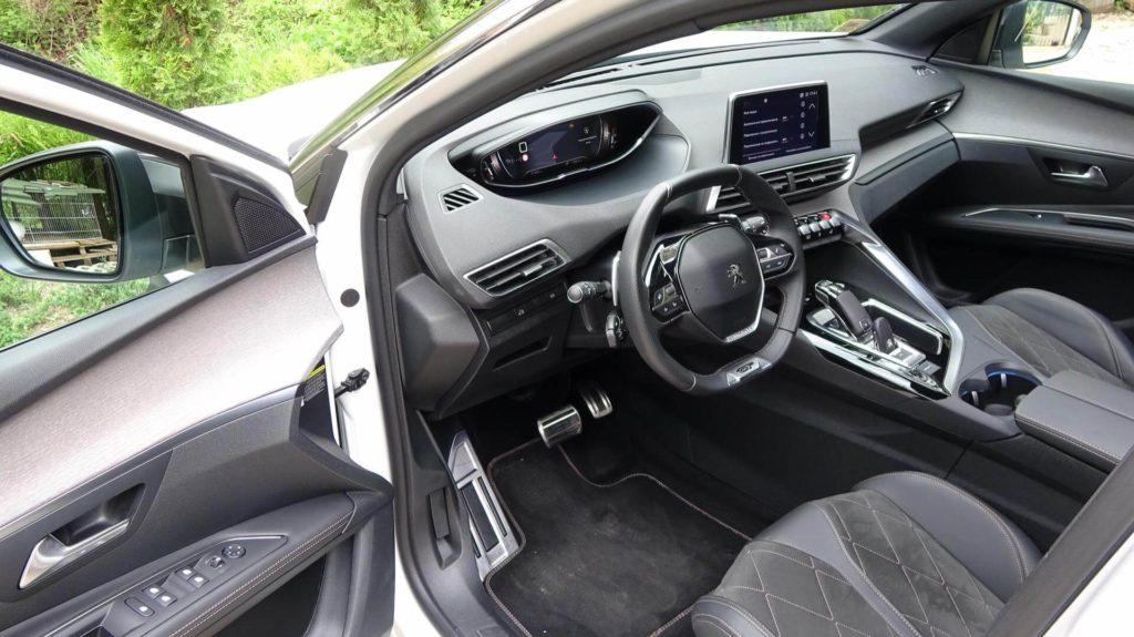 Peugeot 3008 SUV  интериор-  GT Rent A Cat
